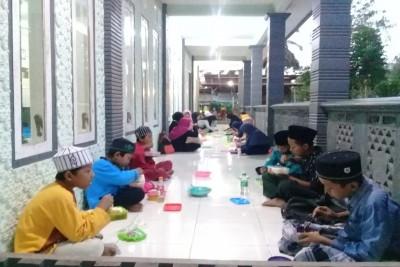 Berbuka-Puasa-Ala-Kampung-Quran-Malang1626870550.jpeg