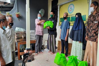 Bingkisan-Senyum-Ramadhan-untuk-Guru-Ngaji-di-Bali1621828124.jpeg