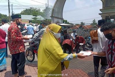 Istiqomah-Berbagi-Nasi-Box-Setiap-Jumat1602835935.jpg