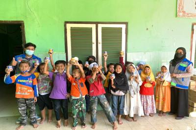LAZIS-NF-salurkan-bantuan-gizi-untuk-Yatim-di-Sekolah-Dasar-Anugrah-Surabaya1631256261.jpeg