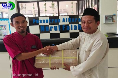 LAZIS-Nurul-Falah-Amanahkan-Salurkan-Paket-Media-Belajar-Alquran-Di-Pedalaman-Maluku-Utara1581395433.jpg