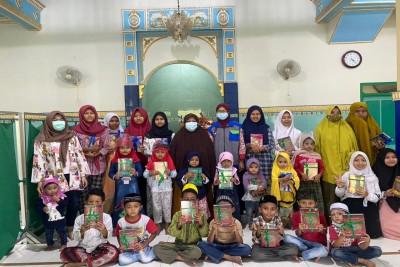 Penyaluran-Program-Wakaf-Sejuta-Al-Quran-untuk-Negeri1624438947.jpeg