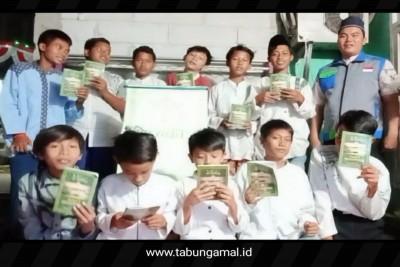 Salurkan-Kitab-Tilawati-Kepada-Santri-Binaan-LAZIS-NF-Bekasi1599394837.jpg